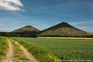 Les terrils jumeaux de la fosse n°6 d'Haillicourt à Maisnil-les-Ruitz et à Ruitz